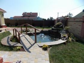 Садовый водоем с фонтаном