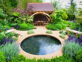 Стильный дизайн садового водоема