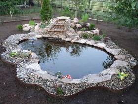 Красивый дизайн садового водоема