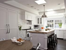 Белая кухня ў прыватным доме