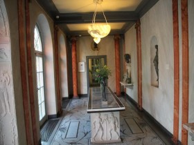 The corridor with the elements of ancient architecture