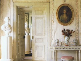 Accessories to create an antique interior