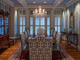Luxurious dining room with Baroque elements