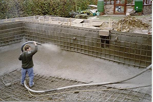 Армирование чаши и набрызг бетонного раствора (как вариант)
