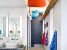 Large bathroom with colorful details