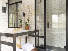 A variant design large bathroom