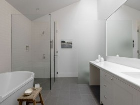 Large bathroom with elements of minimalism