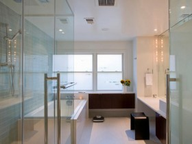 Large bathroom in contemporary style