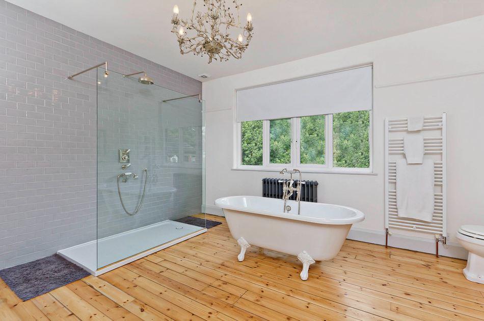 Ванная комната большего размера с
