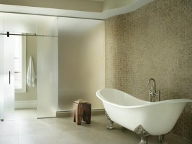 Spatial freedom in a large bathroom