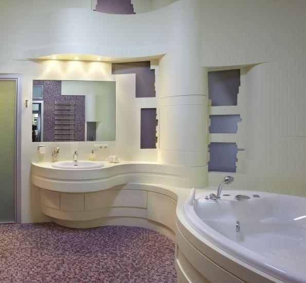 К цвету большой ванной комнаты особых