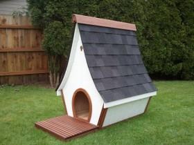 Будка для собаки с вытянутой крышей