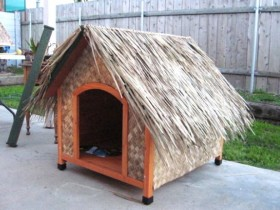 Wicker box for dogs with a thatched roof