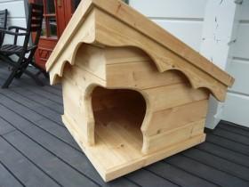 Оригинальное оформление деревянной будки