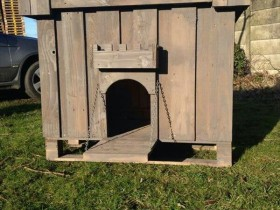 Kennel for dogs in the form of a castle