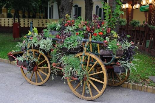 Цветник в сельском стиле