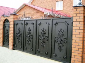 Metal swing gates