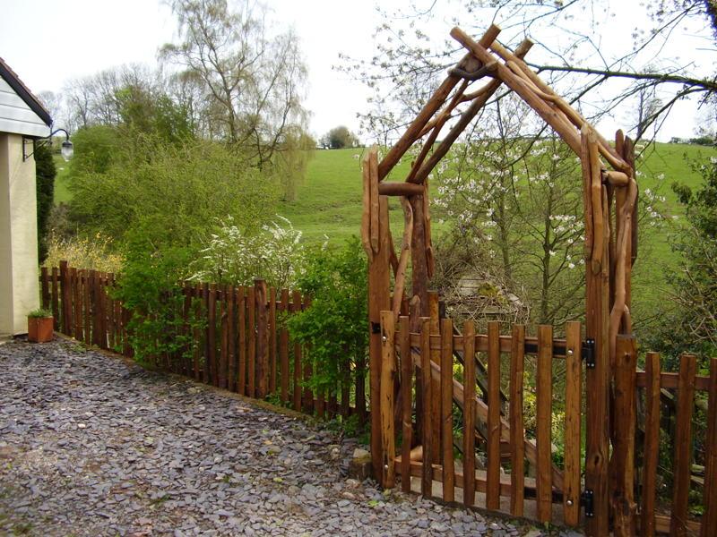 Ворота для садового участка своими руками 65