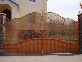 Country gates from metal and polycarbonate