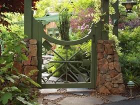 Крэатыўная садовая брамка