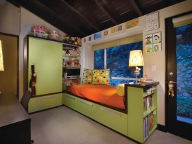 Simple children's room for boy