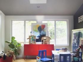 Игровая зона в детской спальне