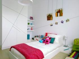 Светлая детская комната для девочки-подростка