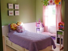 Small children's room for a teen girl