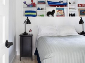 Светлый интерьер комнаты для мальчика подростка