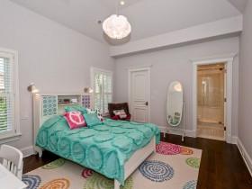 Детская комната с элементами стиля китч