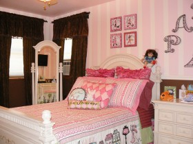 Children's room for girl in pink