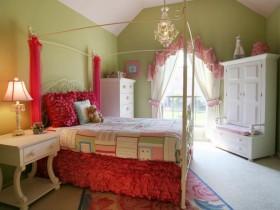 Идея дизайна кровати для девочки