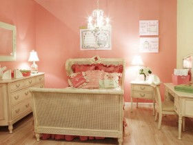 Children's room in shades of pink