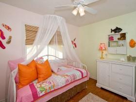 Современная детская комната для девочки