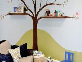 Creative shelf in the nursery