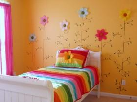 Цветочная стена в детской комнате для девочки