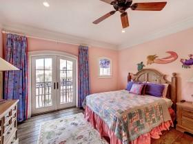 Уютная детская комната с элементами морского и кантри стиля