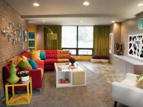Яркая мебель в дизайне гостиной комнаты