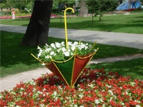 Flowerbed in the form of an umbrella