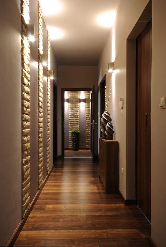 Интерьер длинного узкого коридора фото