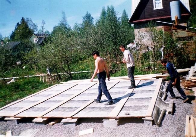 Создаем пол садового домика