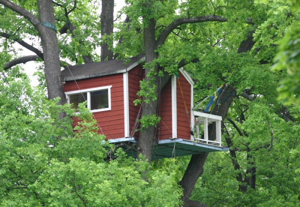 Данный домик является слишком высоким для ребенка