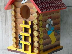 Розфарбований будиночок для білки