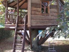 Простой дизайн детского домика на дереве