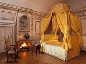 Bedroom with a fireplace in the Egyptian style