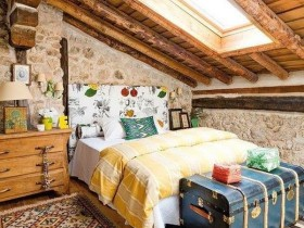 The original bedroom decor in eclectic style