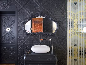 Beautiful design of the mirror over the sink