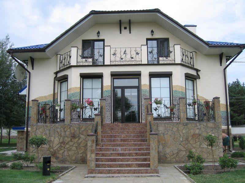 Материалы для отделки балконов частных домов.