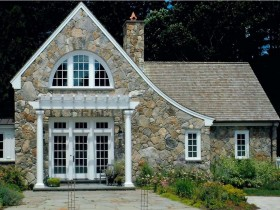 Private house with stone veneer