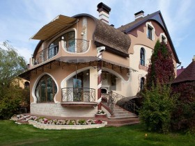 Cottage in the art Nouveau style